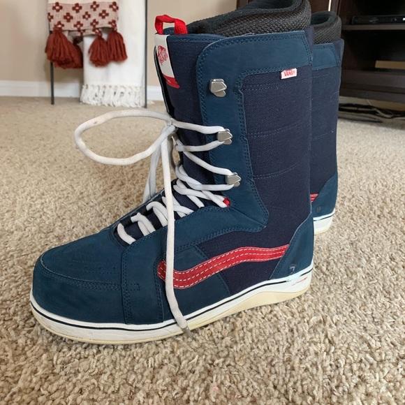 e7d1783b08 Vans V-66 snowboard boots